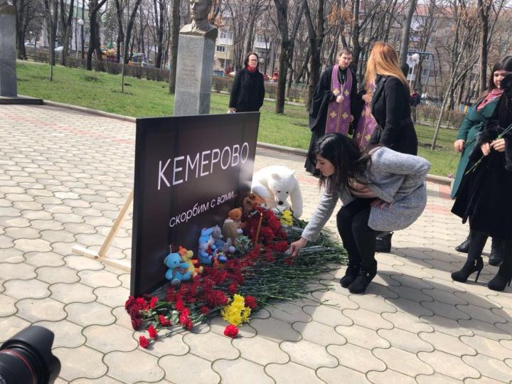 Граждане регионов СКФО скорбят пожертвам пожара вКемерове
