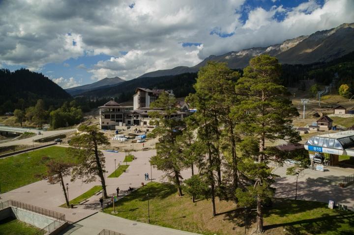 На курорте «Архыз» к зимнему сезону появятся новая канатка, горнолыжные трассы, гостиница, ресторанно-развлекательный комплекс и рабочие места