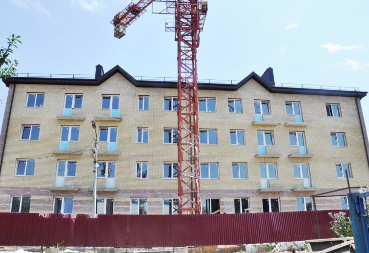 В Усть-Джегутинском городском поселении Карачаево-Черкесии строятся два дома в рамках программы по переселению граждан