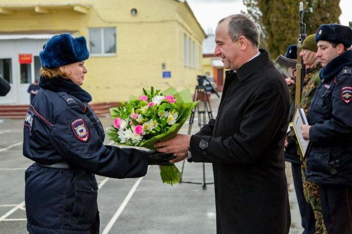 Глава Карачаево-Черкесии поздравил военнослужащих с Днем защитника Отечества