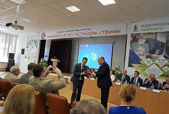 Рашид Темрезов присвоил трем сотрудникам Санкт-Петербургского педиатрического медицинского университета звания «Заслуженный врач Карачаево-Черкесии»
